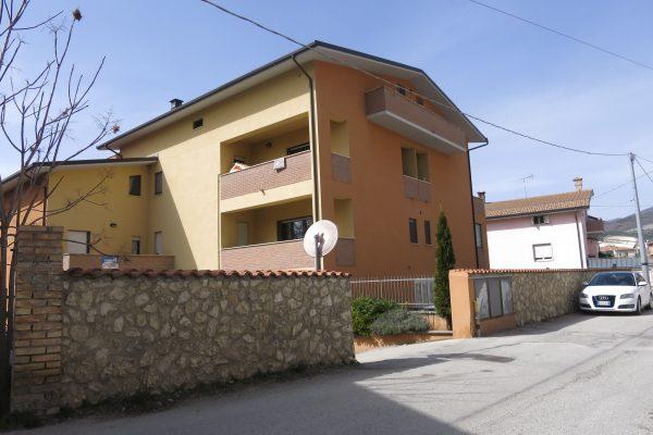 Paganica: appartamento con Box auto e cantina